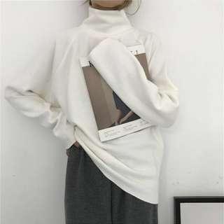 白色寬鬆中高領針織毛衣