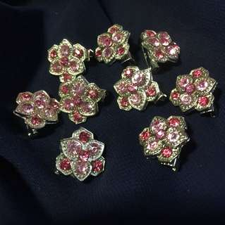9 pieces Pin Brooches