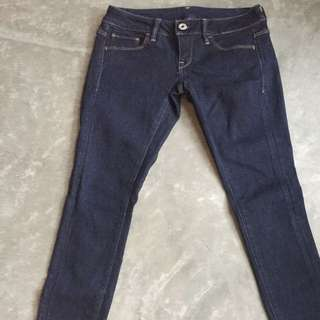 Dark wash skinny jeans in topshop style. Low waist.
