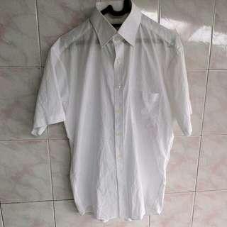 Kemeja putih Renoma