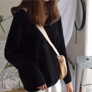 🚚 V領針織毛衣 黑色