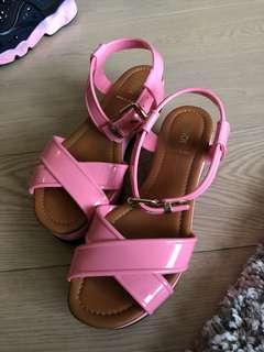 FENDI 粉紅色涼鞋
