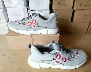 Shoes IDR 💯 rb Bahan Canvas Sol jadi karet Size 36 sampai 40 JNE Bogor