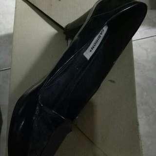 Sepatu pantopel hitam