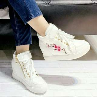 Shoes IDR 105rb Bahan sintetis putih Tinggi wedges 5cm Size 37 sampai 40 JNE Bogor