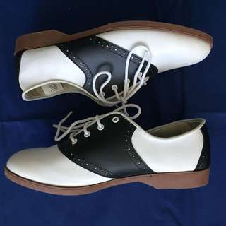 Black & white penny loafers Sz 9 / 40