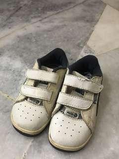 Puma tennis shoe