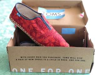 TOMS Palmera Slip-On (Red Multi Canvas Hibiscus)