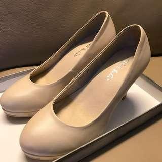 95%新 米白高爭鞋