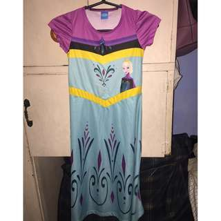 Used Elsa dress ( size 4T)