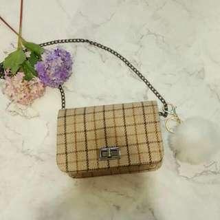全新卡其色啡色格紋小手袋  現貨 實物拍攝 加$10可換購毛毛波/絲帶 (可自選顏色,換完即止)  Brand New Brown Little Handbag Add $10 To Redeem Faux Fur Ball/ribbon (Can Choose Color, Limited Stock)