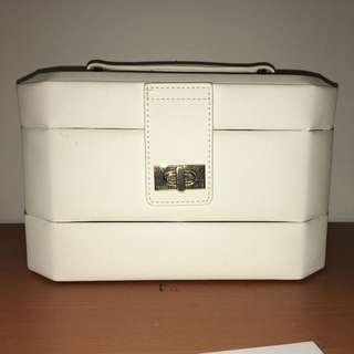 Jewellery box/carrier