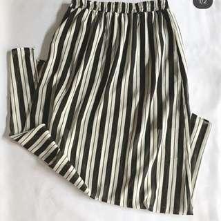 Long stripes skirt w/ side slit