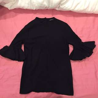 Long-sleeved flared blouse