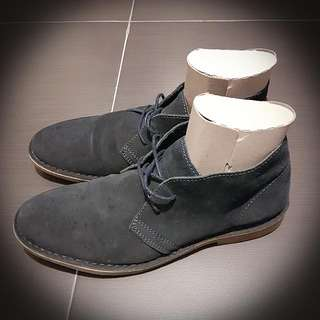 BLACK SUEDE CHUKKA BOOTS BY SELECTED HOMME (SIZE 9 UK, 43 EUR) IN EXCELLENT CONDITION (RRP ~800 HKD)