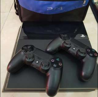 Playstation4 with 2 controller and a bag