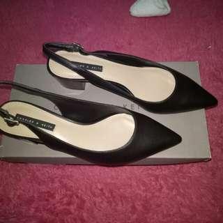 Sepatu Charles and keith (baru yah)