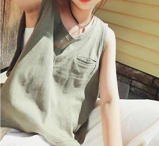 Mono-coloured Pocket With Loose Side Sleeveless Top