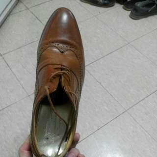 啡色牛津款真皮皮鞋
