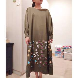 Merlot 日本超美鍛面刺繡彩色花朵洋裝