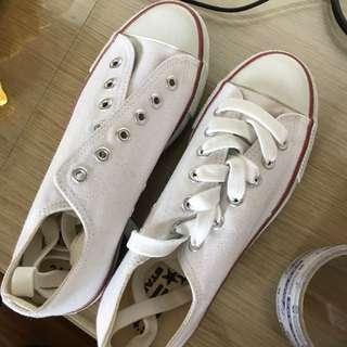 白色帆布鞋