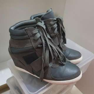 High heeled rubber shoes