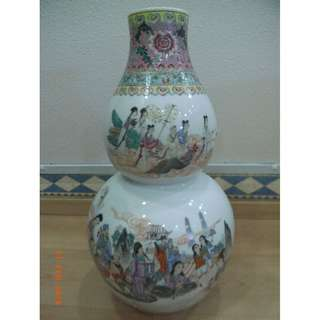 ANTIQUE VASE (VERY GOOD CONDITION)