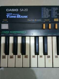 Vintage Casio SA20 100 Sound Tone Bank Electronic Keyboard