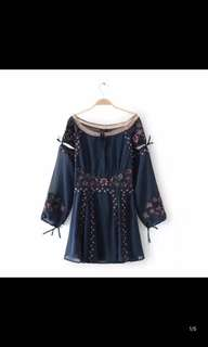 Europe and the United States new embroidery word net yarn splicing tie deep V skirt dress