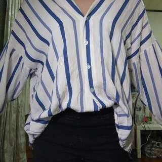 🚚 前後V領藍條紋襯衫