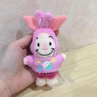 🚚 東京迪士尼 正版 小豬 吊飾 娃娃 別針