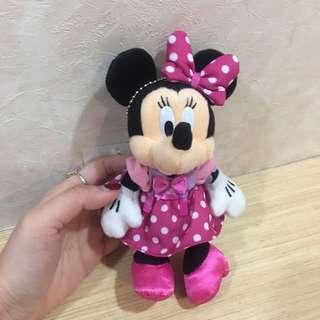 🚚 東京迪士尼正版 米妮 娃娃 吊飾 別針