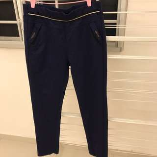 Ladies' pants w 2 side pockets n 2 back pockets - used once .Good condition