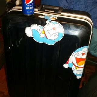 Japan made: Hands……famous brand, 29 inch luggage case, having beautiful two additional detachable pockets inside, great condition inside, (Key lost), 4 wheels type, trade in Tuen.Mun