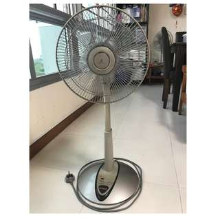 KDK Electric Standing / Desk Fan with remote control (Model No. S30KH)