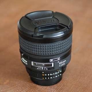 Nikon AF Nikkor 85mm f/1.4 D IF