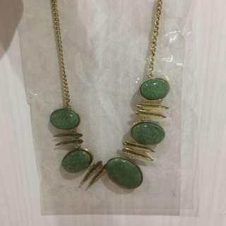 Kalung Batu Emerald