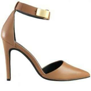 Wittner tan pointed heels