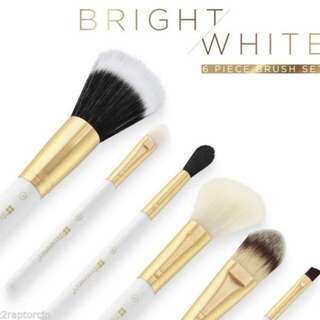 [ Authentic ]BH Cosmetics Bright white 6 pcs brush with cosmetic bag