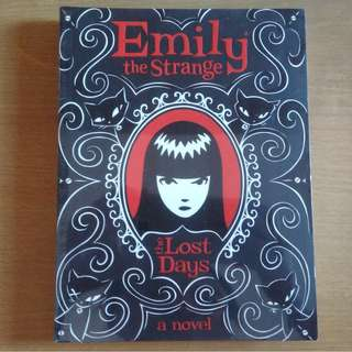 Emily The Strange Book 1 - The Lost Days