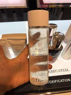 Diorsnow Essence of light