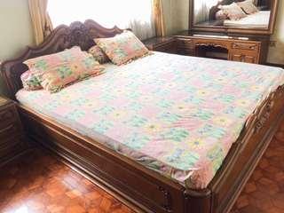 Satu Set Tempat Tidur Kayu Jati