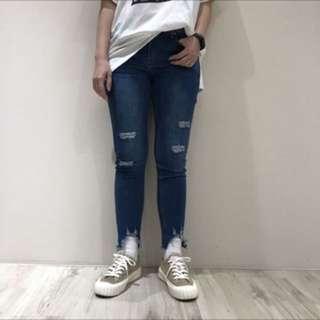 🚚 近全新下鬚鬚牛仔褲 腰29寸 (臀42 大腿23 長90)