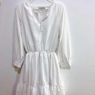 White Dress Hollyhoque