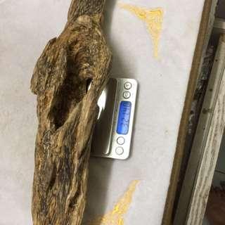 沉香。越南沉香摆件半沉水,油脂非常好味道花香。筒里可以放达摩或者观音。