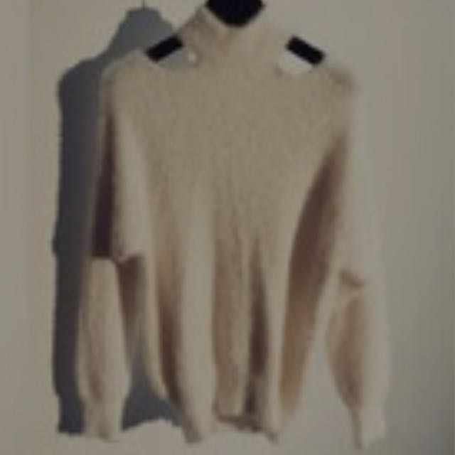 米色毛絨針織上衣
