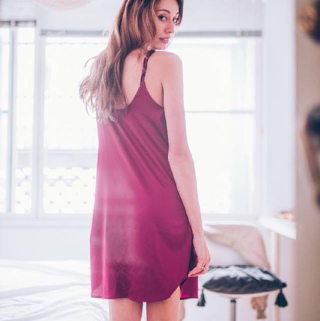 簡約緞面連身裙 酒紅
