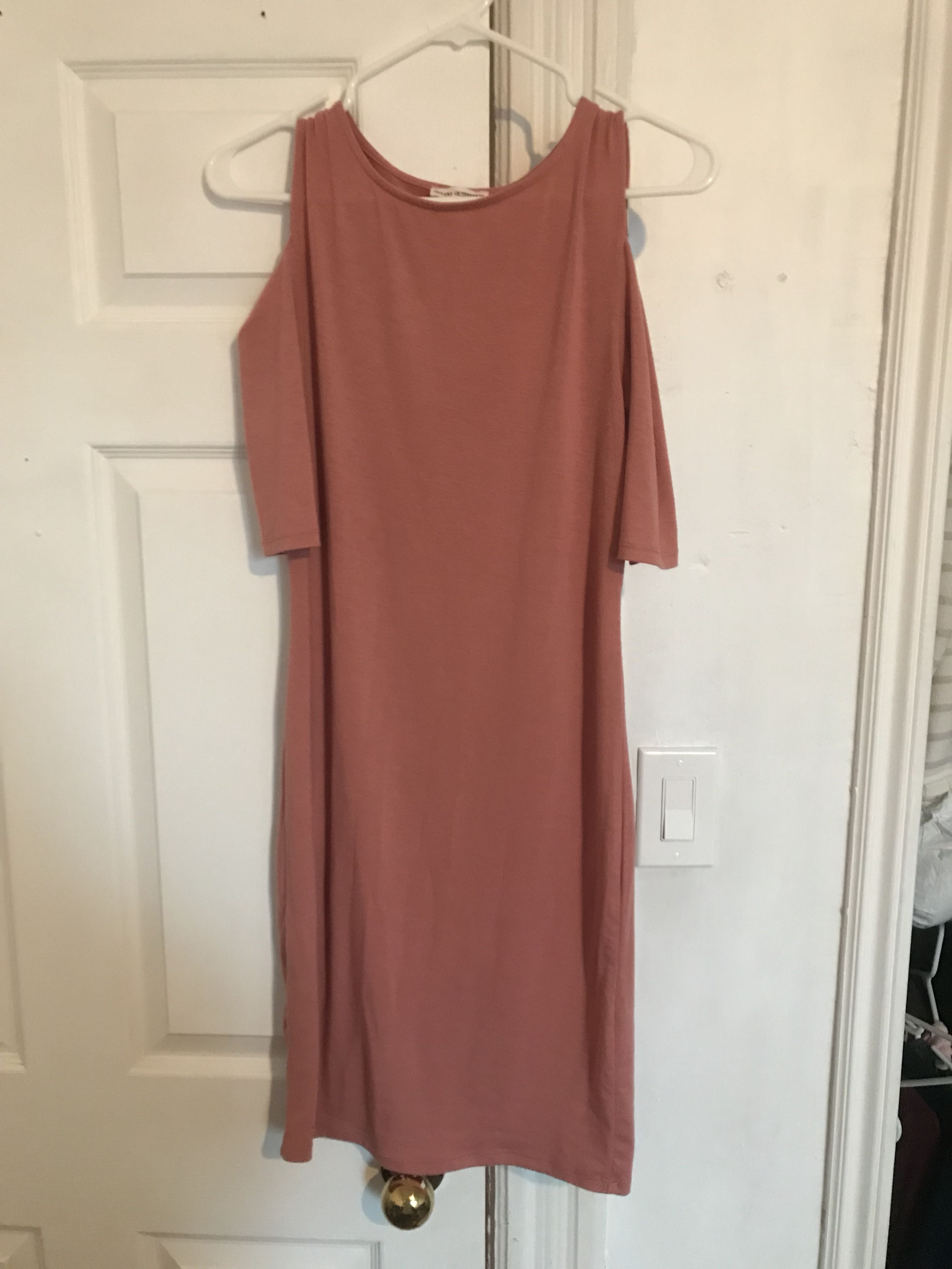 Bodycon dress with shoulder cutouts