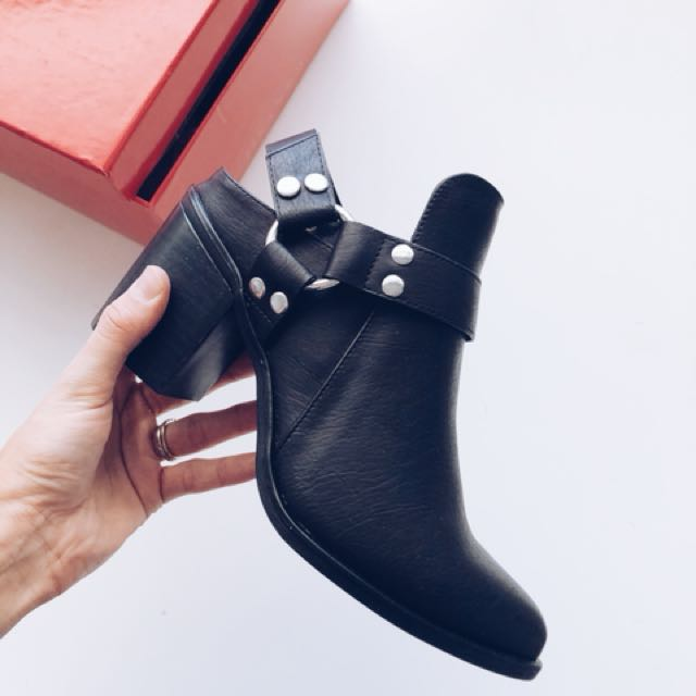 BRAND NEW THERAPY BOOTS SIZE 8