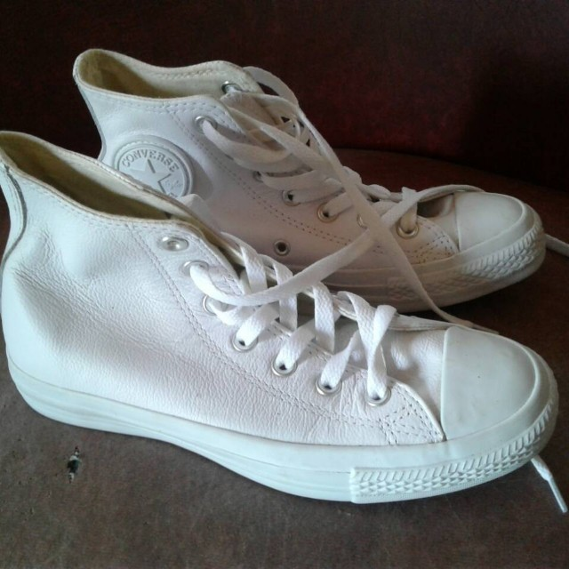 Converse Mid Dainty Leather (white) size 7 (repriced)